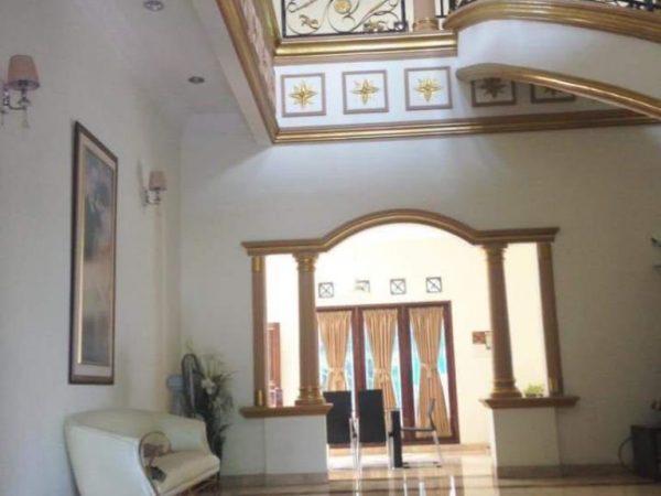 Jual Rumah Mewah harga meriah plus kolam Renang , 2 lantai area Jatibening ,lokasi strategis bebas banjir